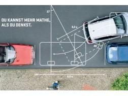 Как парковаться задом между двух машин