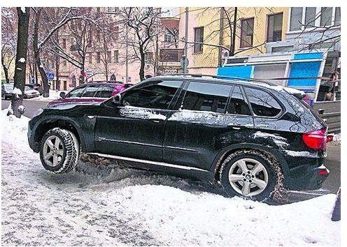 странная парковка