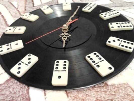 часы из домино
