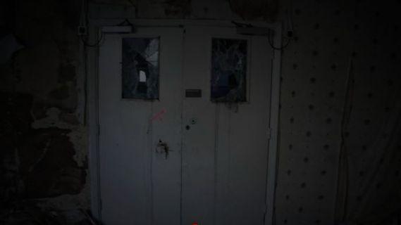 дверь без ручки
