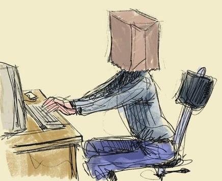 за компом с коробкой на голове